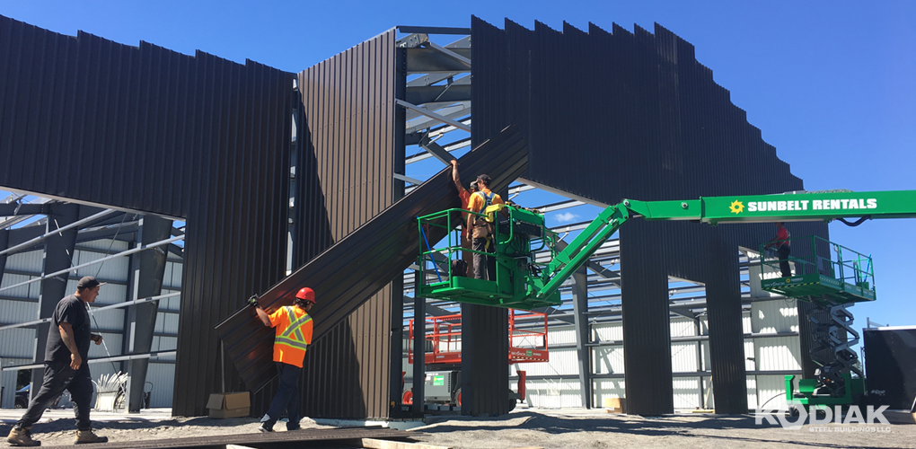 assembling_a_new_kodiak_steel_building_prefab_building_solutions